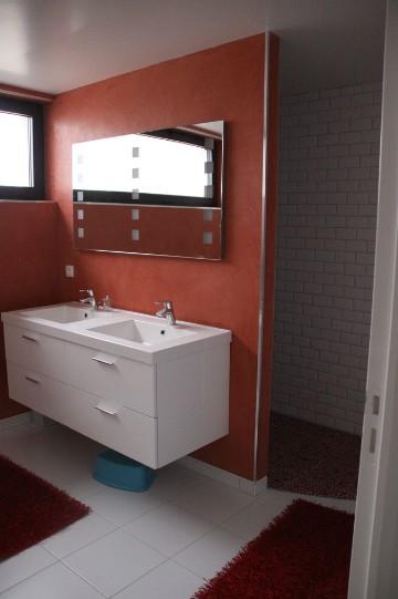 cration dune salle de bains en bton cir et en enduit la chaux finition stuc